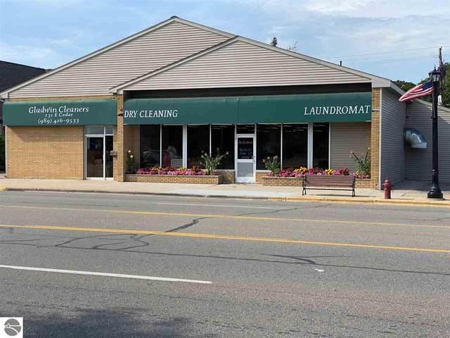 231 E Cedar Avenue, Gladwin, MI 48624 (MLS #1877953) :: Boerma Realty, LLC