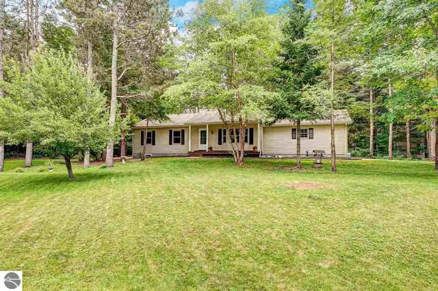 9307 Evergreen Drive, Traverse City, MI 49684 (MLS #1878715) :: Michigan LifeStyle Homes Group