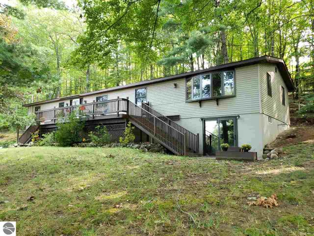 3640 Holiday Road, Traverse City, MI 49686 (MLS #1879936) :: Brick & Corbett