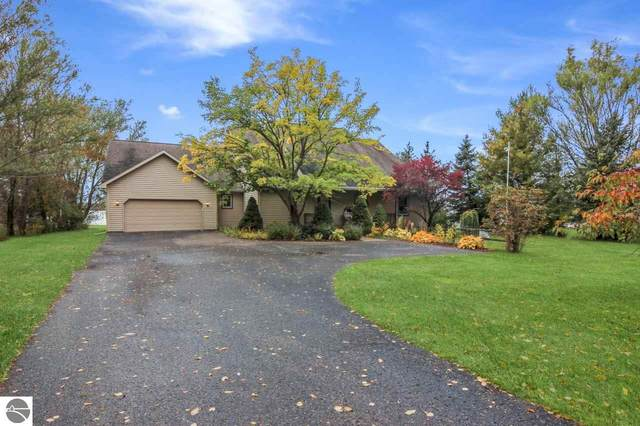 1624 S East Torch Lake Drive, Bellaire, MI 49615 (MLS #1880866) :: Michigan LifeStyle Homes Group
