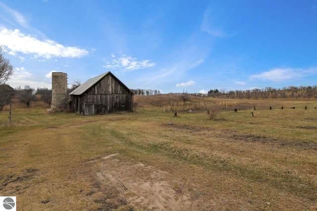 10289 Fort Road, Suttons Bay, MI 49682 (MLS #1882202) :: Brick & Corbett