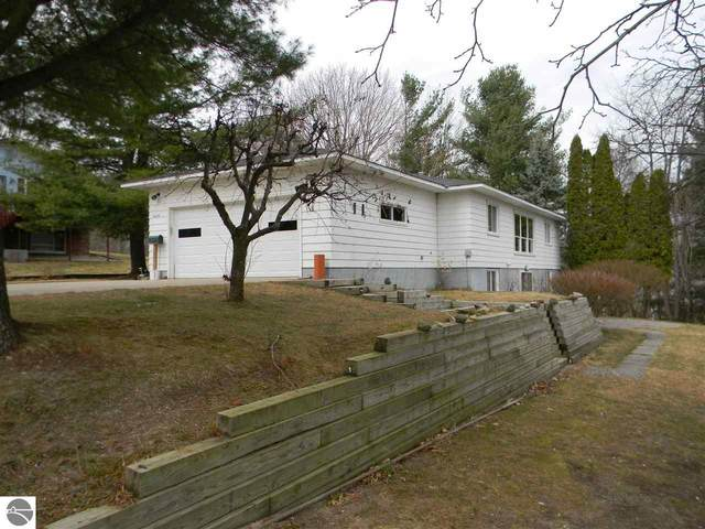 10049 E Grandview Court, Traverse City, MI 49684 (MLS #1884465) :: Michigan LifeStyle Homes Group