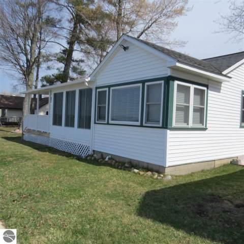 907 E Lake Mitchell Drive, Cadillac, MI 49601 (MLS #1885131) :: Boerma Realty, LLC