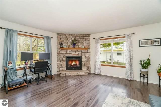 223 Maple Avenue, Frankfort, MI 49635 (MLS #1886186) :: Michigan LifeStyle Homes Group