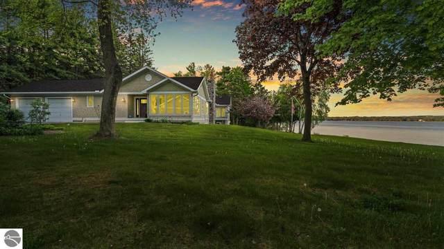 4226 N Manitou Trail, Leland, MI 49654 (MLS #1887329) :: Brick & Corbett