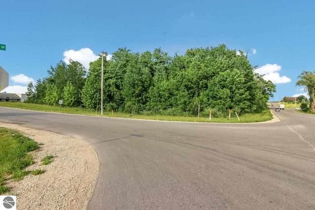 1518 Northern Star Drive, Traverse City, MI 49696 (MLS #1888551) :: Team Dakoske | RE/MAX Bayshore