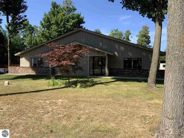 528 Hughes Drive, Traverse City, MI 49686 (MLS #1872980) :: Michigan LifeStyle Homes Group