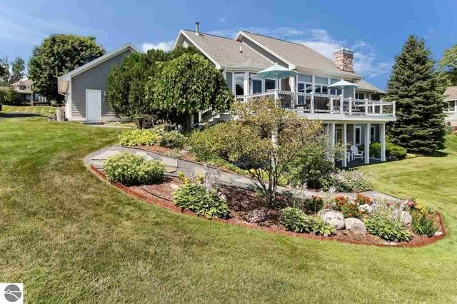 7926 Underwood Ridge, Traverse City, MI 49686 (MLS #1872987) :: Michigan LifeStyle Homes Group
