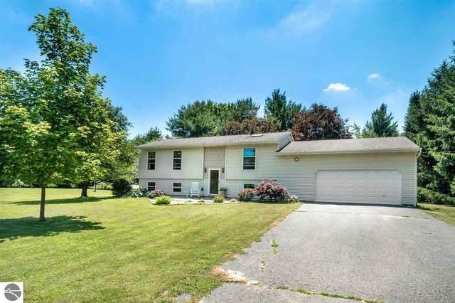 6827 S Crawford Road, Mt Pleasant, MI 48858 (MLS #1876481) :: Michigan LifeStyle Homes Group