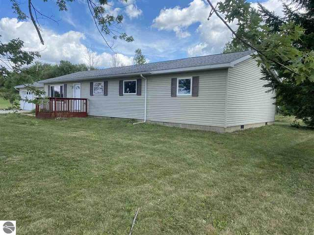 5617 S Shepherd Road, Shepherd, MI 48883 (MLS #1878496) :: Michigan LifeStyle Homes Group