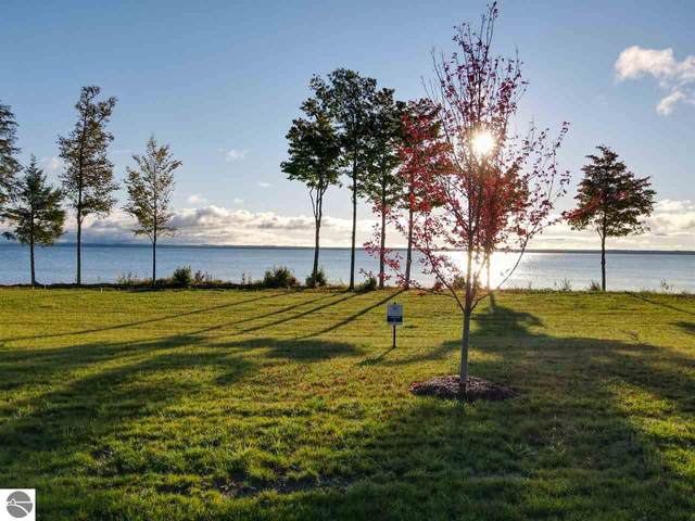 15712 Shoreline Court, Traverse City, MI 49686 (MLS #1878987) :: Michigan LifeStyle Homes Group