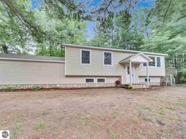 1529 Ridge View Court, Traverse City, MI 49686 (MLS #1879551) :: Michigan LifeStyle Homes Group