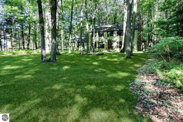 598 Michigan Avenue, Frankfort, MI 49635 (MLS #1869490) :: Michigan LifeStyle Homes Group