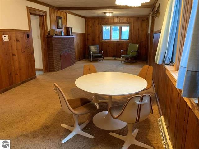 215 Wenonah, Traverse City, MI 49686 (MLS #1882698) :: Michigan LifeStyle Homes Group