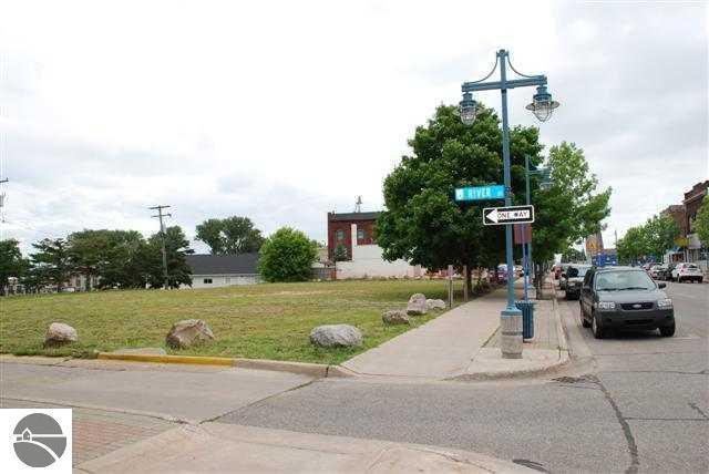 118 W Portage, Sault St Marie, MI 49783 (MLS #1833775) :: Team Dakoske | RE/MAX Bayshore