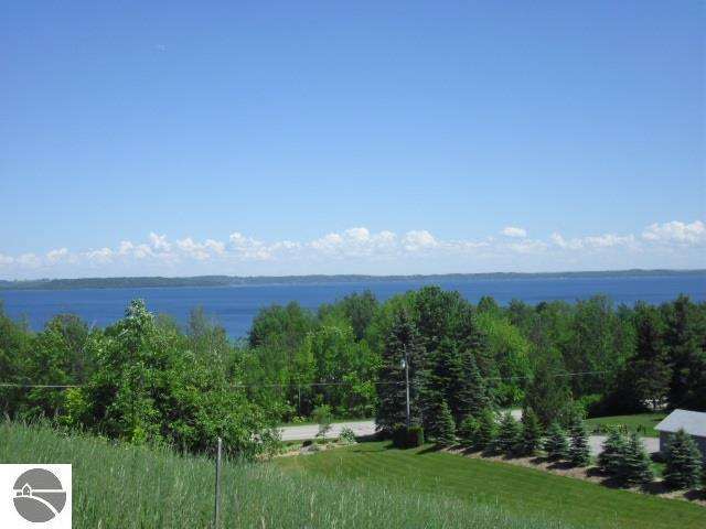 4 S Rolling Hills Drive, Traverse City, MI 49684 (MLS #1859677) :: Michigan LifeStyle Homes Group