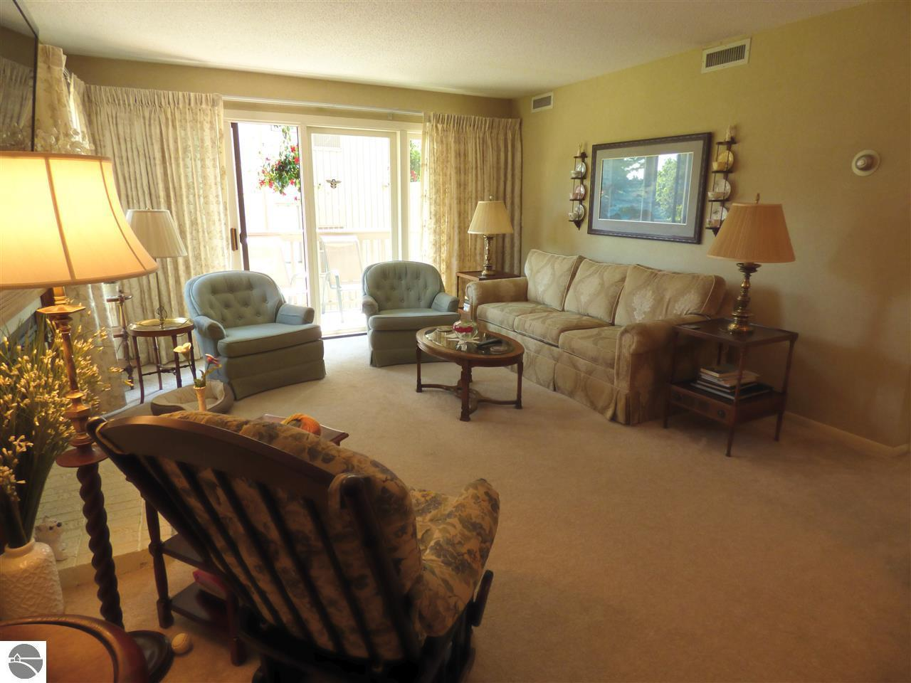 5537 Golfview - Photo 1