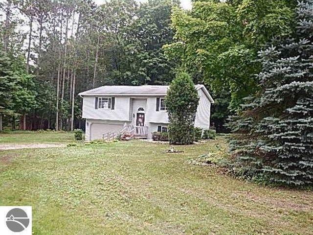 6371 Hardwood Drive, Lake Ann, MI 49650 (MLS #1868389) :: CENTURY 21 Northland