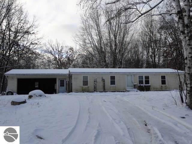 6902 W Shore Drive, Weidman, MI 48893 (MLS #1870181) :: Boerma Realty, LLC