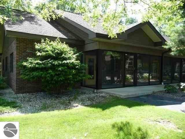 954 Business Park Drive, Traverse City, MI 49686 (MLS #1870574) :: Team Dakoske | RE/MAX Bayshore
