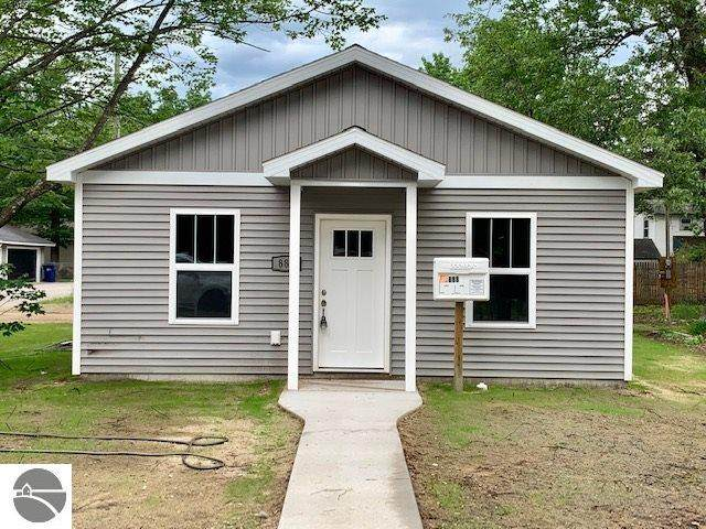 152 E Fourteenth Street, Traverse City, MI 49684 (MLS #1872084) :: Boerma Realty, LLC