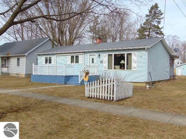 615 E Emerson Street, Ithaca, MI 48847 (MLS #1873000) :: Boerma Realty, LLC