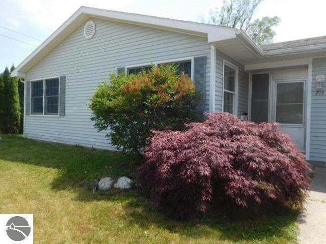 711 W Lincoln Street, East Tawas, MI 48730 (MLS #1876233) :: CENTURY 21 Northland
