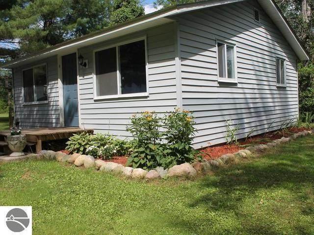 7751 Buhl Street, Alger, MI 48610 (MLS #1878121) :: Michigan LifeStyle Homes Group