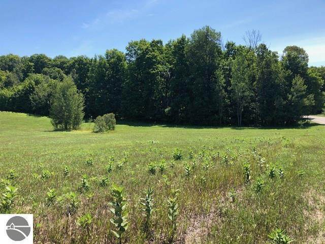 4140 N Putnam Road, Suttons Bay, MI 49682 (MLS #1878316) :: Team Dakoske | RE/MAX Bayshore