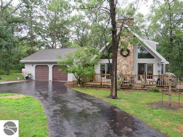6655 Merton Road, Oscoda, MI 48750 (MLS #1878411) :: Michigan LifeStyle Homes Group