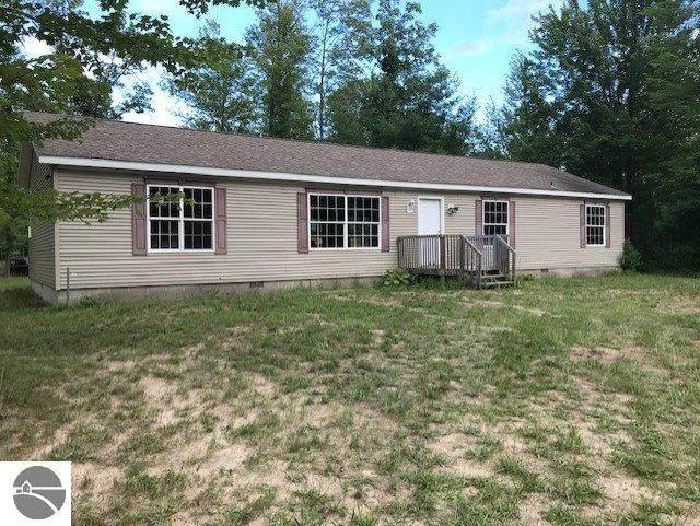 976 N 11 Mile Road, Sanford, MI 48657 (MLS #1878424) :: Michigan LifeStyle Homes Group
