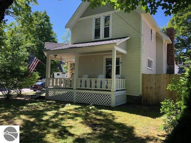 201 Oak Street, Traverse City, MI 49684 (MLS #1878548) :: Boerma Realty, LLC