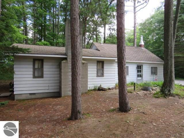 4160 E Cedar Lake Drive, Greenbush, MI 48738 (MLS #1878784) :: Michigan LifeStyle Homes Group