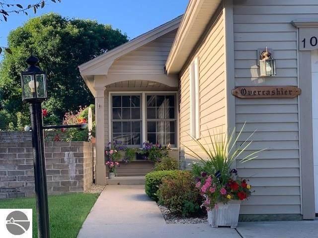 1065 Hemingway Lane, Traverse City, MI 49686 (MLS #1879372) :: Michigan LifeStyle Homes Group
