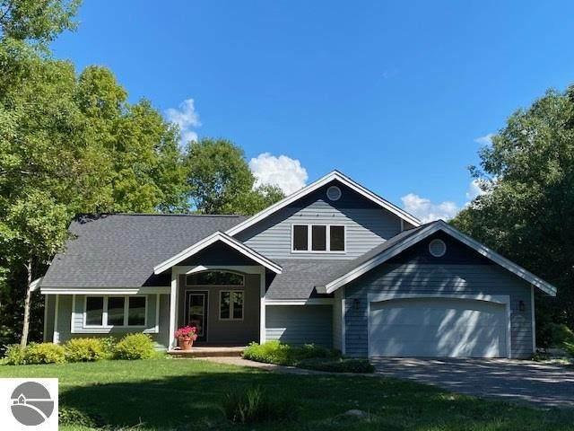 12187 Highland View Drive, Rapid City, MI 49676 (MLS #1879697) :: Team Dakoske | RE/MAX Bayshore