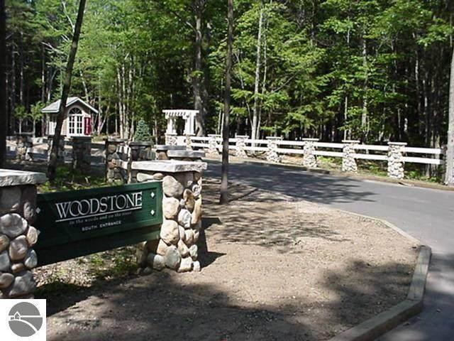 12 Frog Pond, Glen Arbor, MI 49636 (MLS #1880339) :: Michigan LifeStyle Homes Group