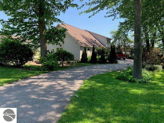 240 Schoolcrest Avenue, Clare, MI 48617 (MLS #1881869) :: Boerma Realty, LLC