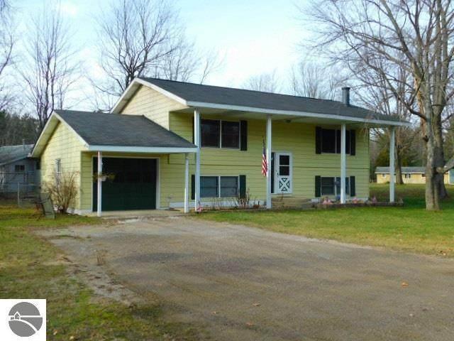 1475 Oxbow Drive, Kalkaska, MI 49646 (MLS #1882094) :: Michigan LifeStyle Homes Group