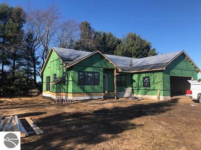 4051 Center Farm Lane, Traverse City, MI 49685 (MLS #1882412) :: Michigan LifeStyle Homes Group