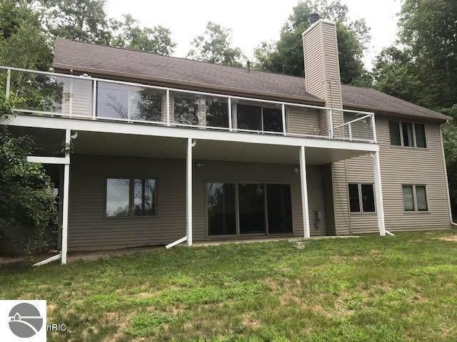 9207 Woodland Drive, Onekama, MI 49675 (MLS #1883974) :: Michigan LifeStyle Homes Group