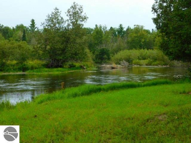 3844 Old W Sharon Road, Fife Lake, MI 49633 (MLS #1884518) :: CENTURY 21 Northland