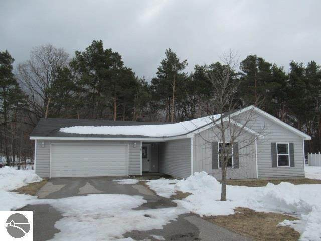 3097 Crimson Ranch Lane, Traverse City, MI 49685 (MLS #1884629) :: Michigan LifeStyle Homes Group