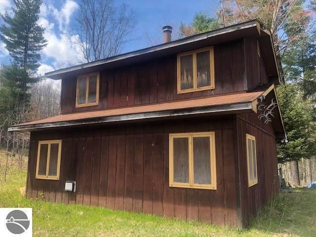 10127 Deer Run, Lake, MI 48632 (MLS #1884879) :: Brick & Corbett