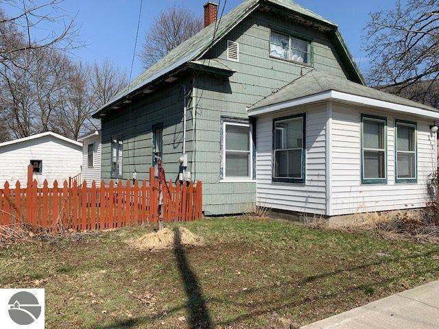 215 Cobb Street, Cadillac, MI 49601 (MLS #1885542) :: Team Dakoske | RE/MAX Bayshore