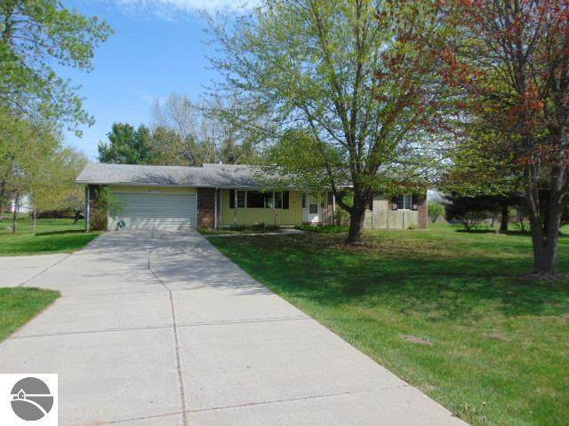 2220 W Washington Road, Ithaca, MI 48847 (MLS #1887055) :: CENTURY 21 Northland