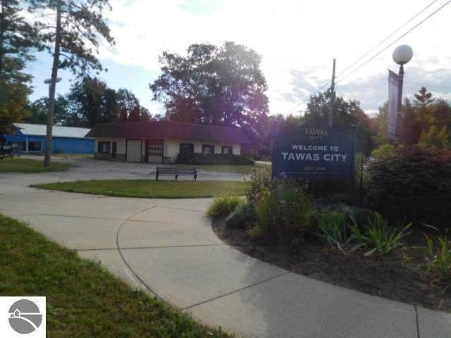 1199 W Lake Street, Tawas City, MI 48763 (MLS #1893229) :: CENTURY 21 Northland