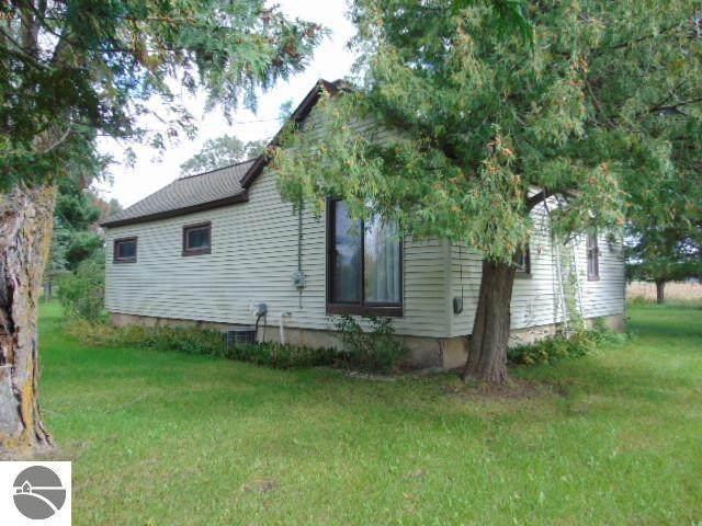 7752 W Saint Charles Road, Sumner, MI 48889 (MLS #1893380) :: CENTURY 21 Northland