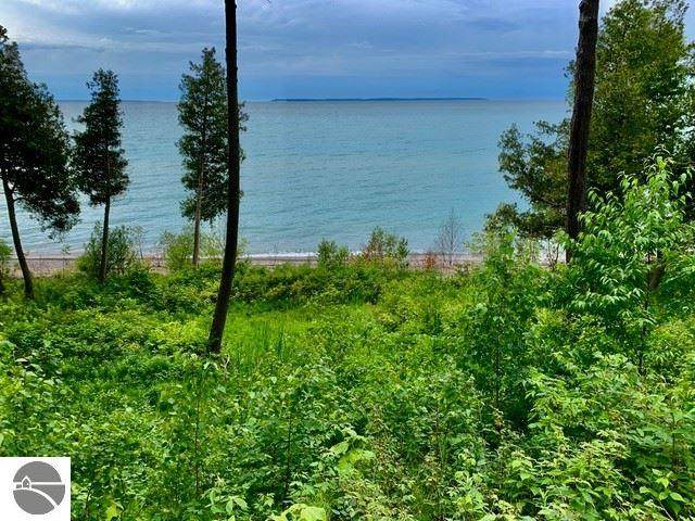 400 S Manitou Trail, Lake Leelanau, MI 49653 (MLS #1860676) :: Michigan LifeStyle Homes Group