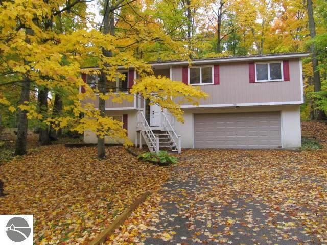 1987 Sparrow Drive, Traverse City, MI 49696 (MLS #1880983) :: Michigan LifeStyle Homes Group