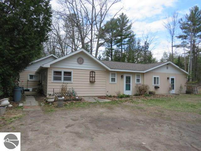 2233 E Huron, East Tawas, MI 48730 (MLS #1885729) :: Boerma Realty, LLC